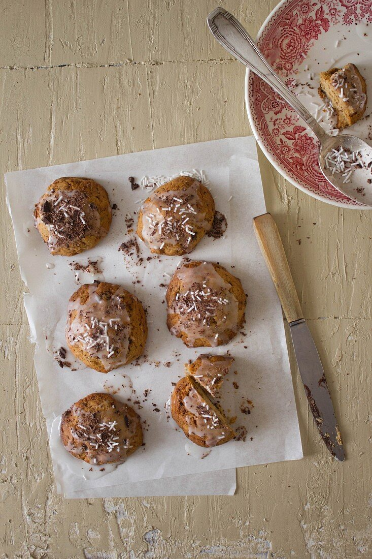 Glazed cookies with coconut shavings