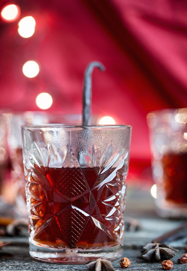 Mulled wine with vanilla shake for Christmas