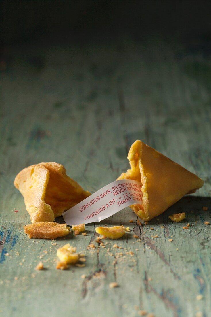 Fortune cookie, broken