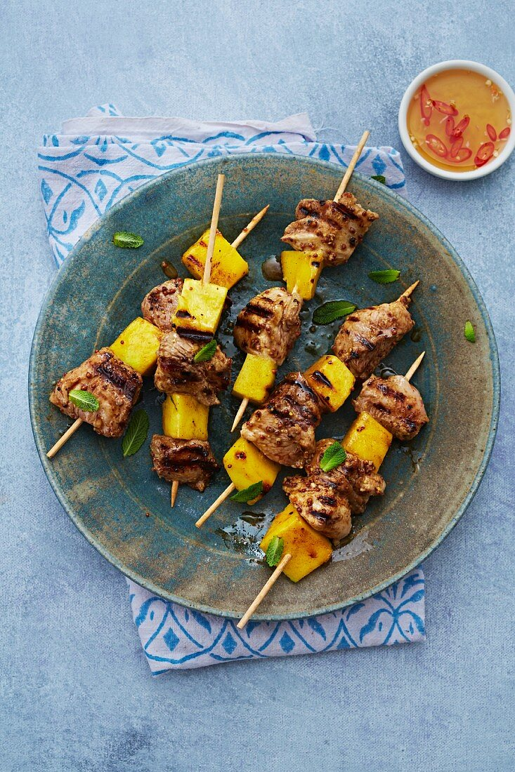 Grilled pork and mango kebabs with chilli sauce