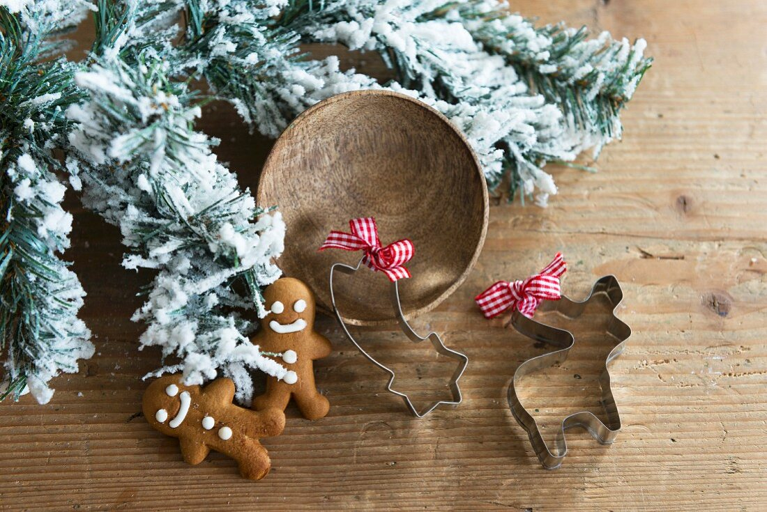 Gingerbread men and festive cookie cutters
