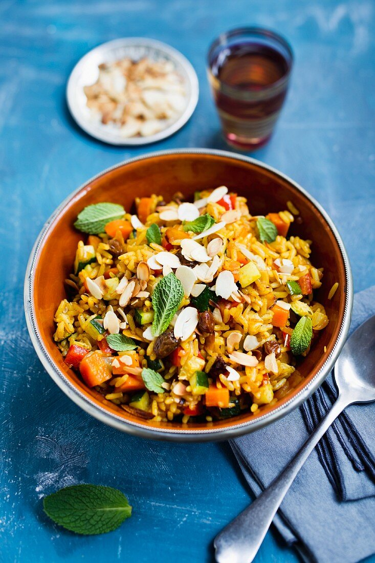Oriental rice with vegetables, almonds and raisins