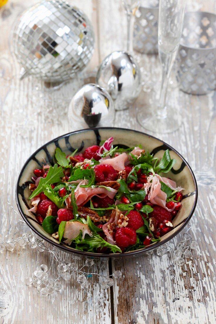 Rocket salad with raspberries, Parma ham and pecan nuts
