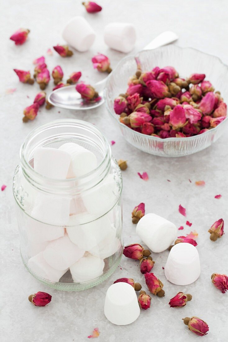 Marshmallows and dried rose flowers
