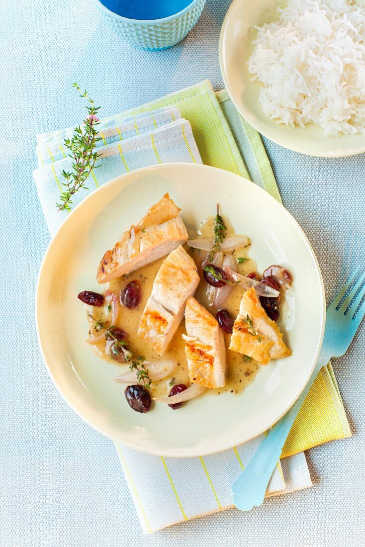 Cranberry chicken in white wine sauce, served with rice
