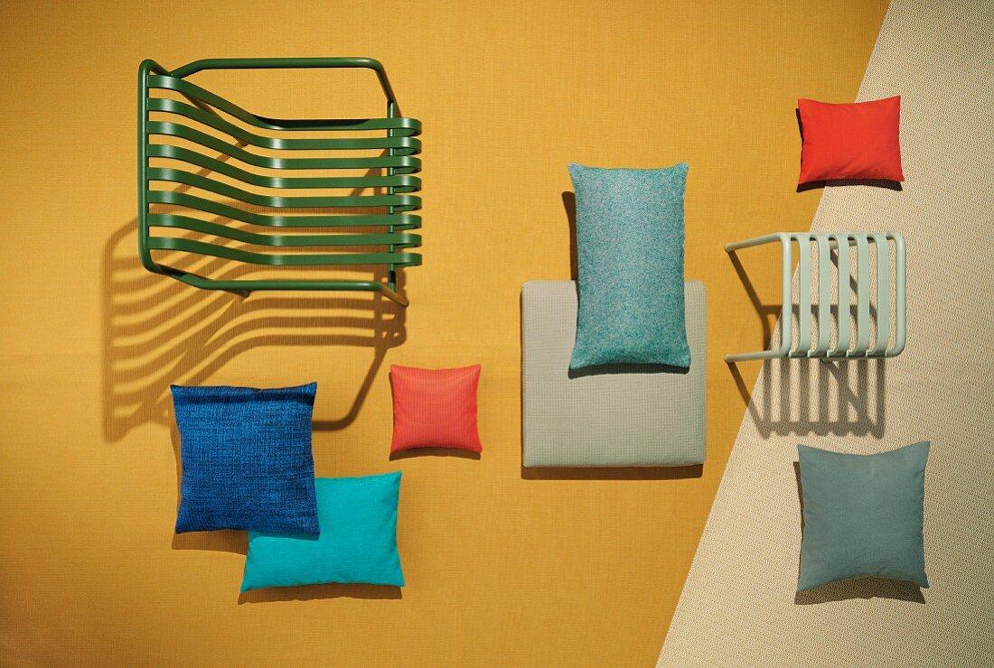 Gartenstuhl und -Hocker und Dekokissen mit UV-beständigen und wasserabweichenden Stoffen
