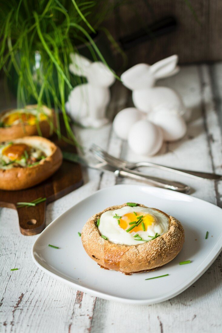 Bread rolls filled with fried eggs and chives for brunch (Easter)
