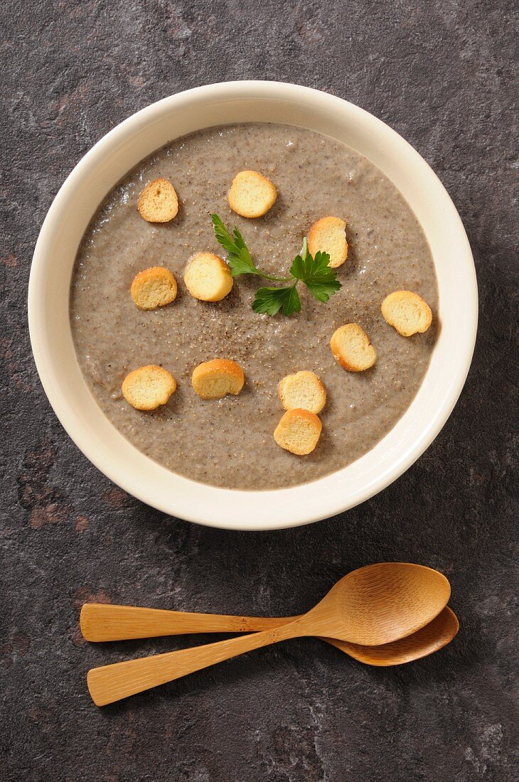 Mushroom cream soup with croutons