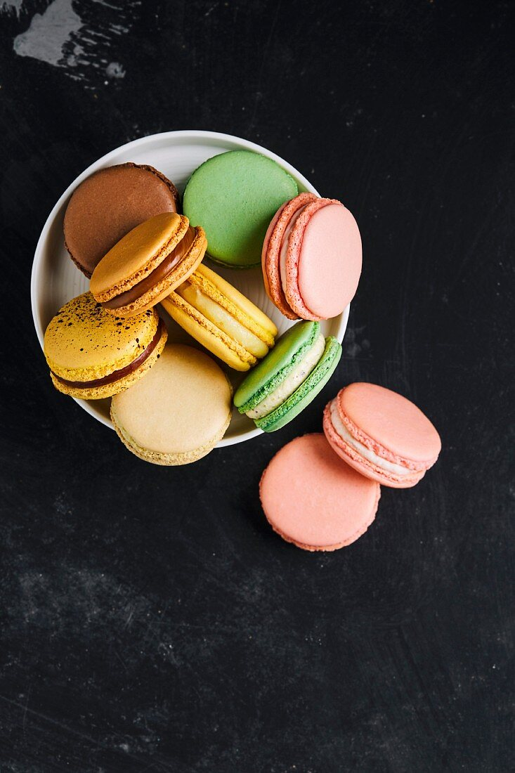 Bowl with macarons of various tastes and colours