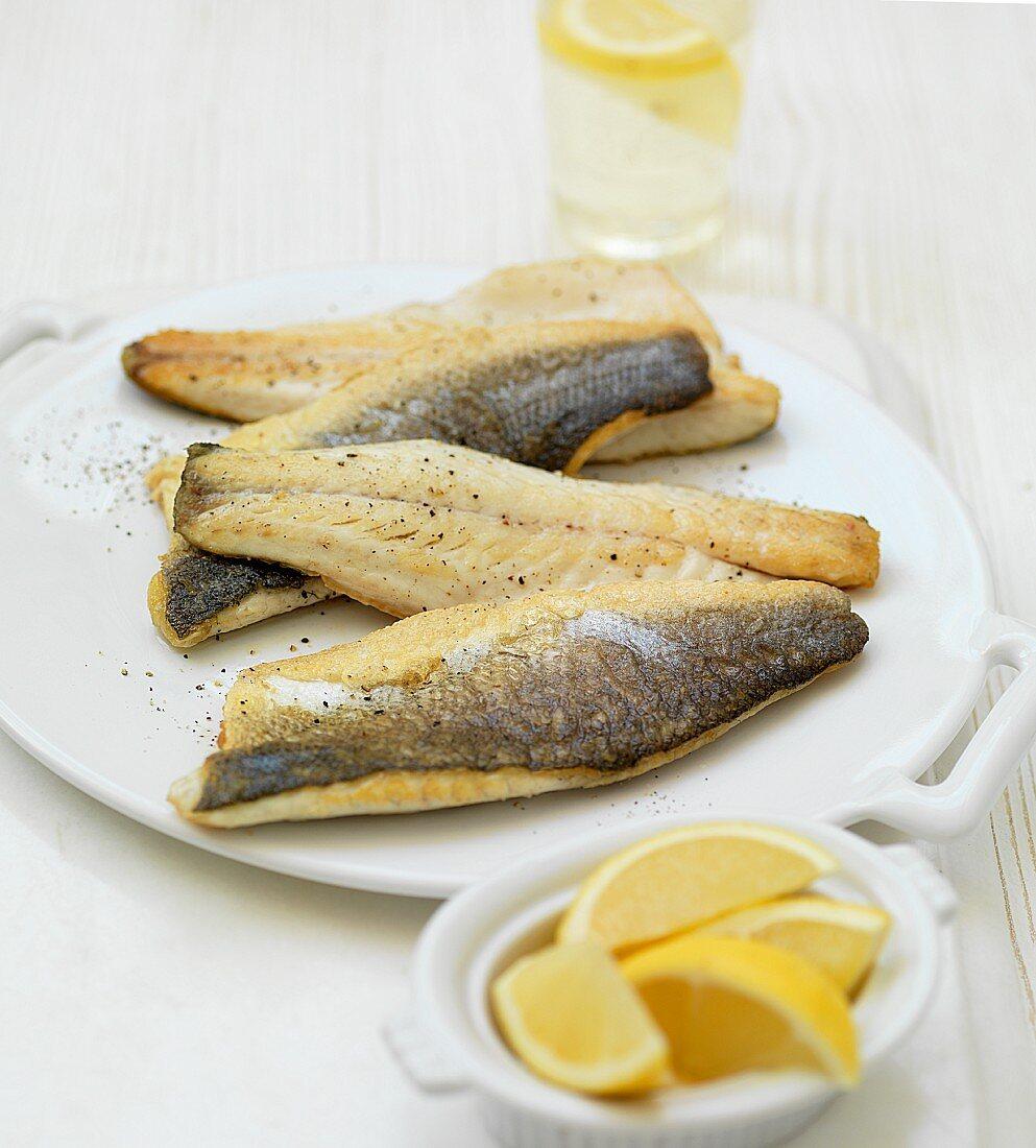 Sea bass fillets with lemon