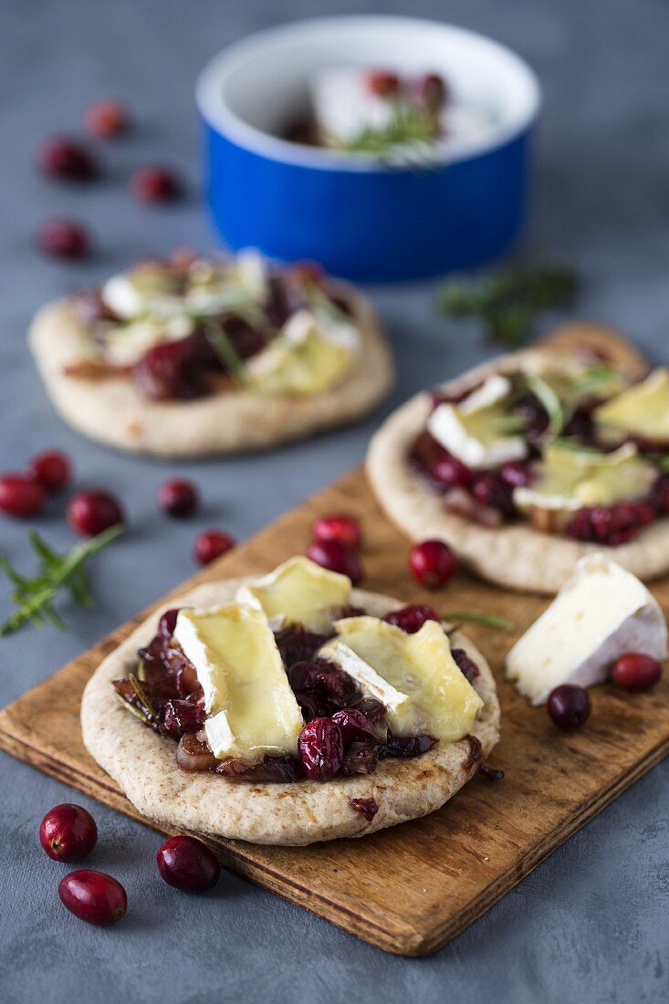 Whole grain mini pizza with cranberry and camembert cheese