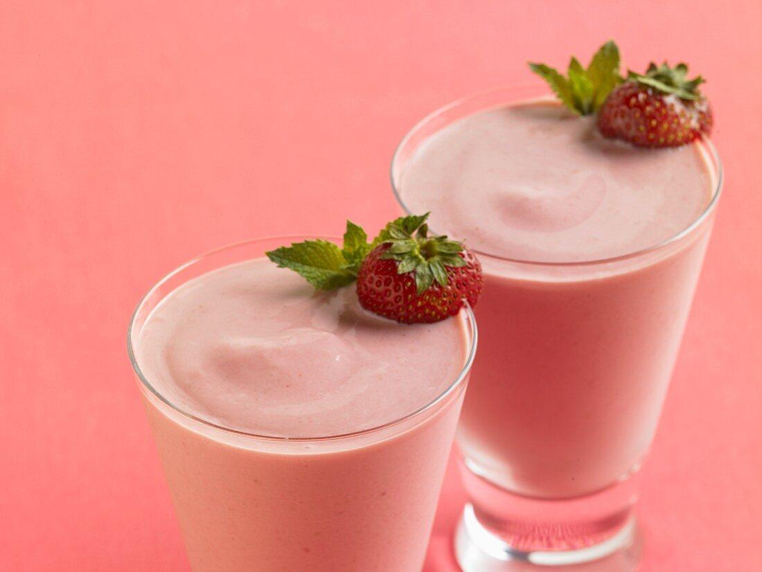 Strawberry yoghurt smoothies