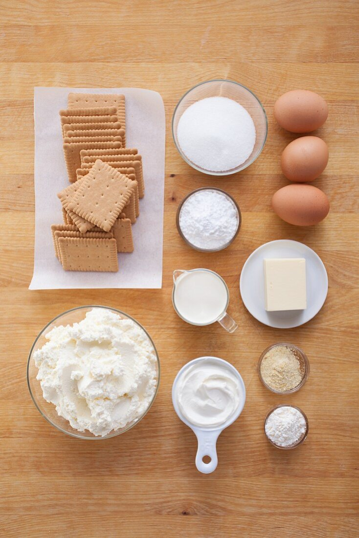 Ingredients for New York cheesecake with a biscuit base