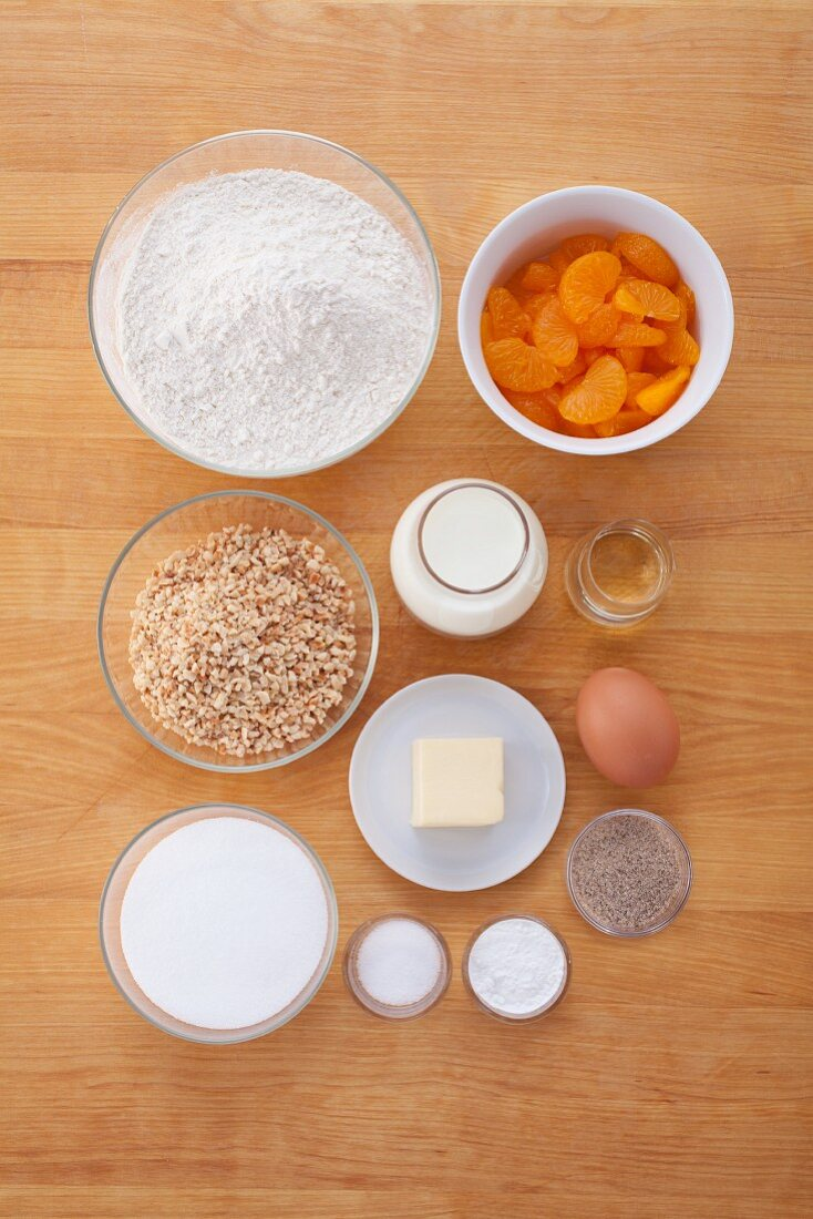 Ingredients for mandarin muffins topped with brittle