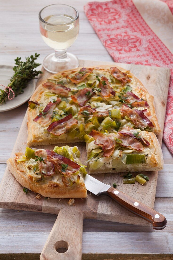 Sour cream flan with leeks and bacon