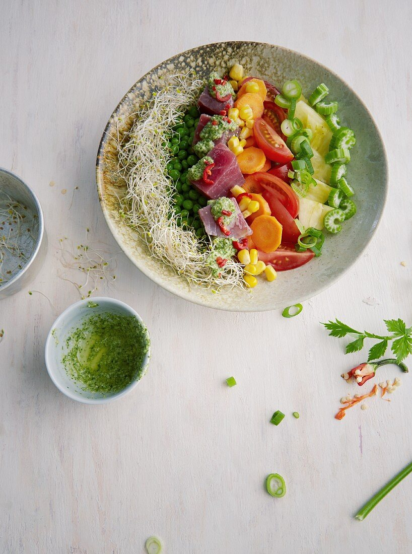 Ceviche bowl with tuna and mint pesto