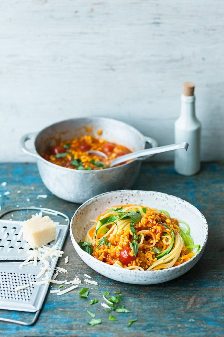 Spaghetti with courgette strips and lupin bolognese