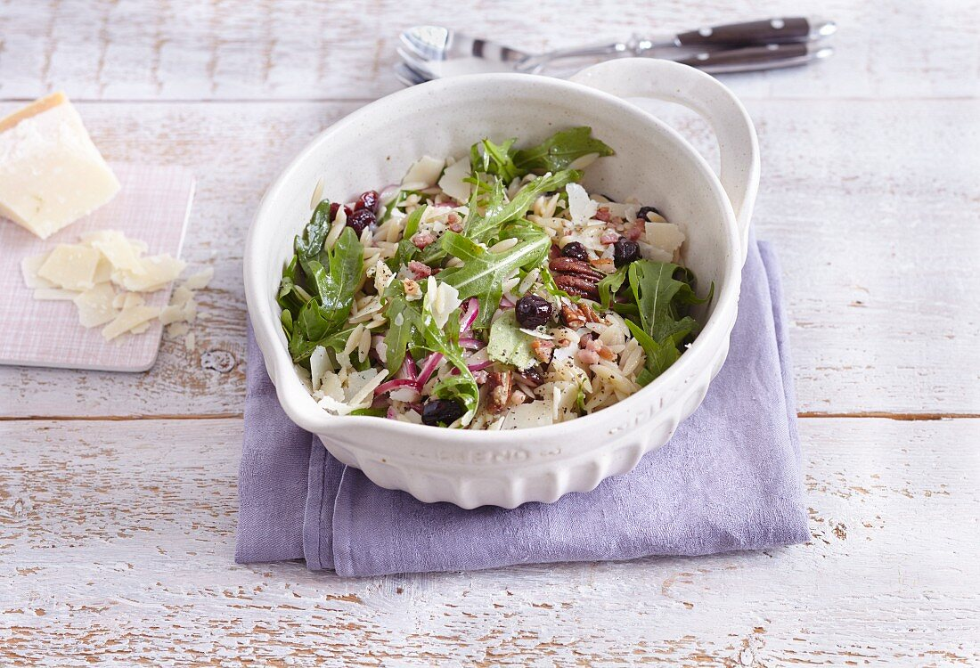 Pasta salad with rocket, pecan nuts and cranberries
