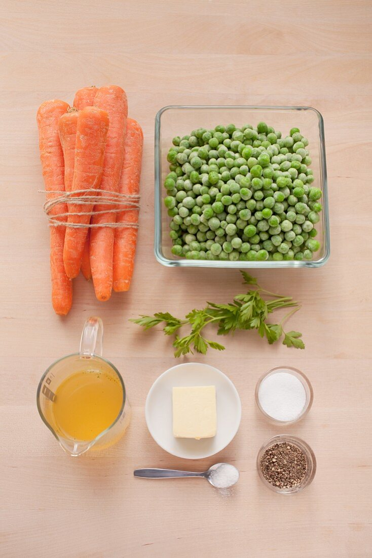 Ingredients for the preparation of peas and carrots