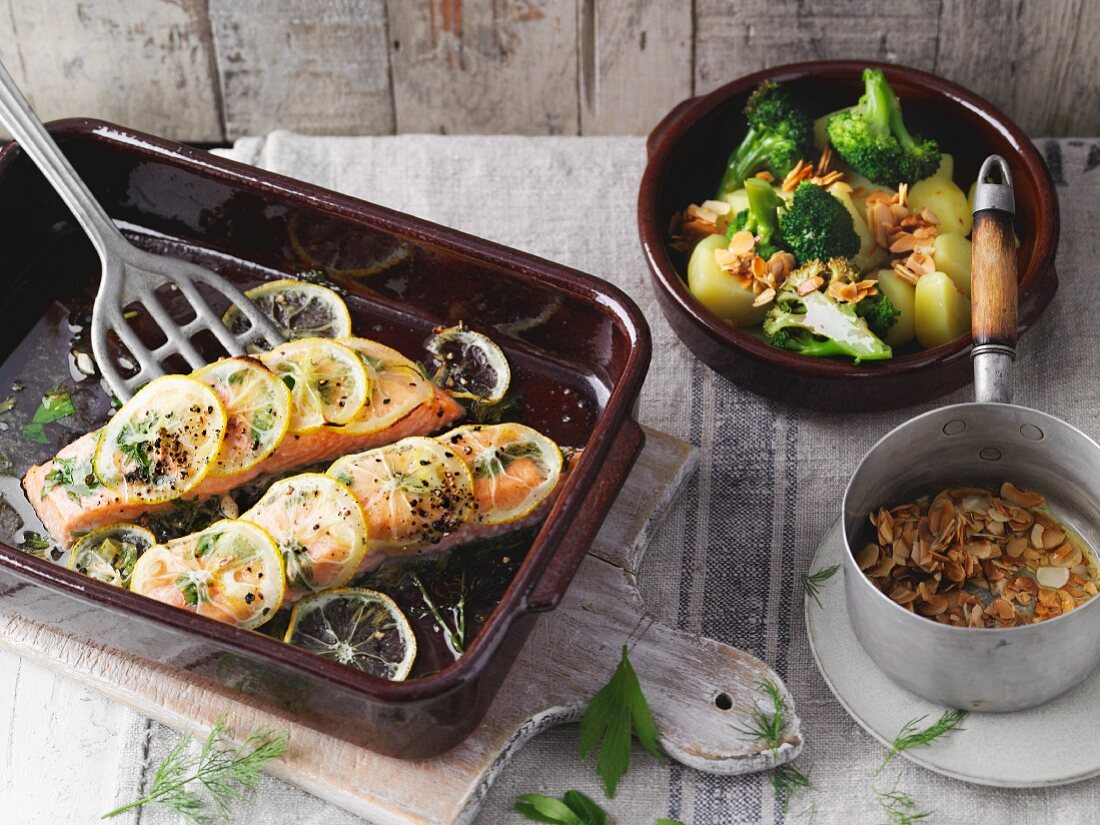 Oven-baked lemon salmon (Sirtfood)