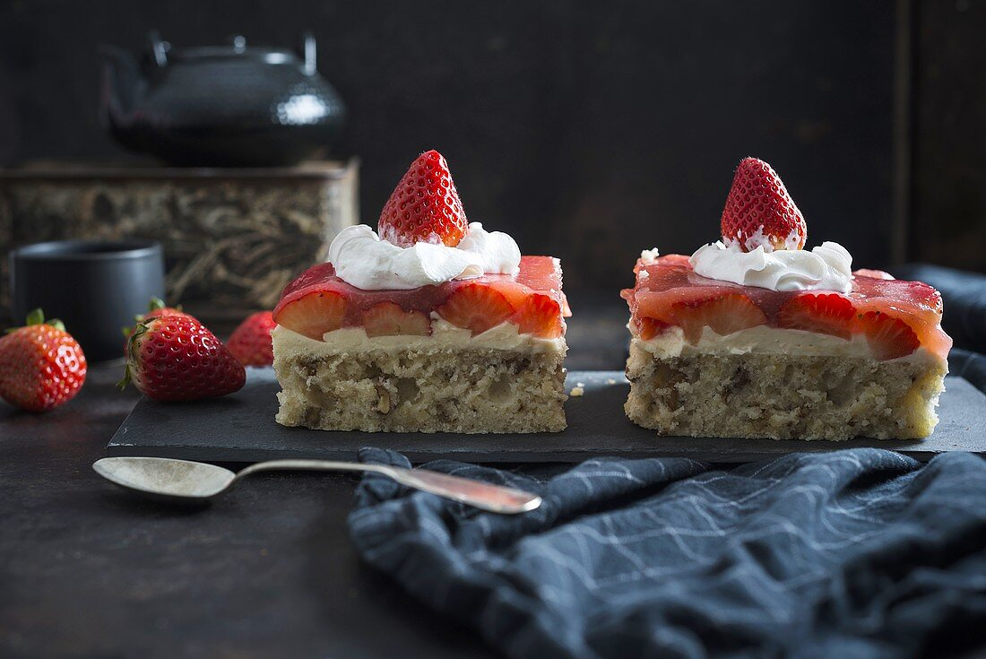 Strawberry nut cake with soy cream (vegan)
