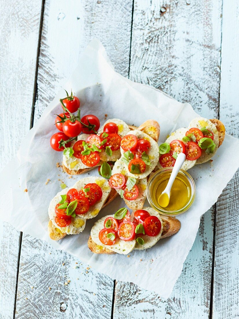 Mozzarella boats with cocktail tomatoes and basil