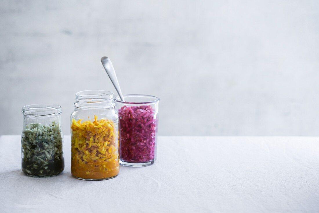 Fermented vegetables: sauerkraut with turmeric, algae and beetroot