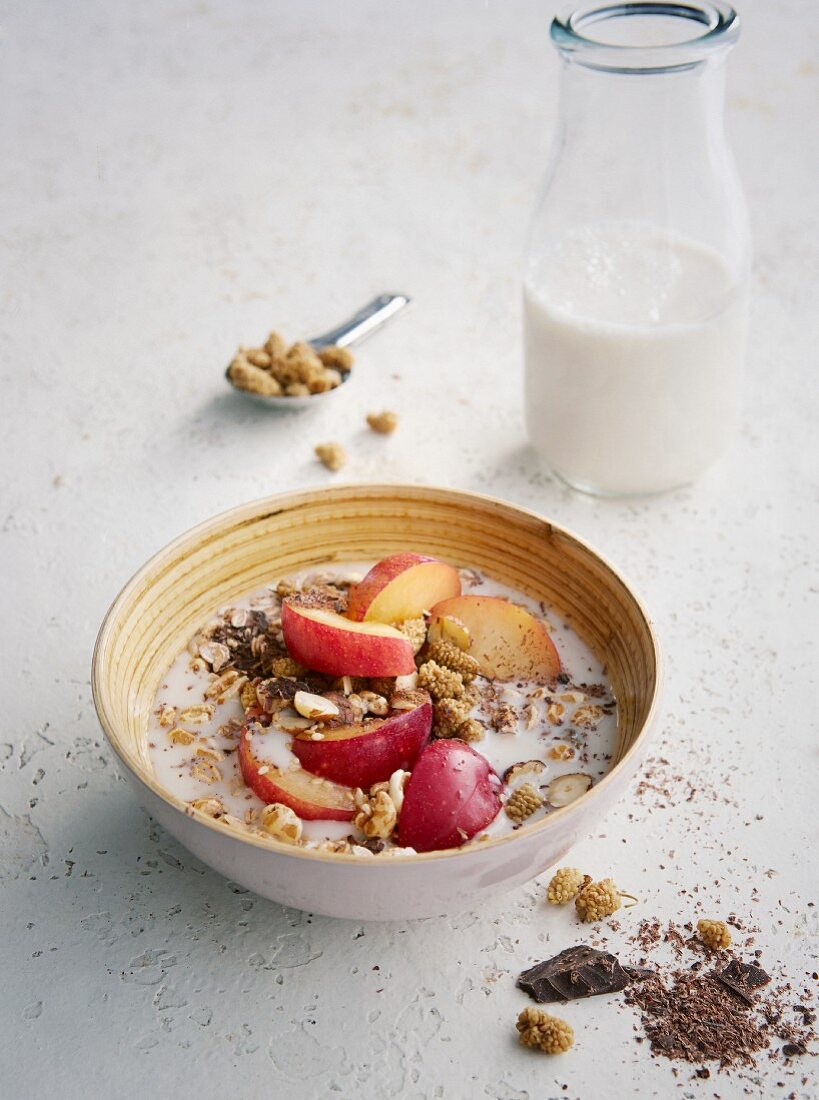 Chocolate and plum muesli with emmer flakes and mulberries