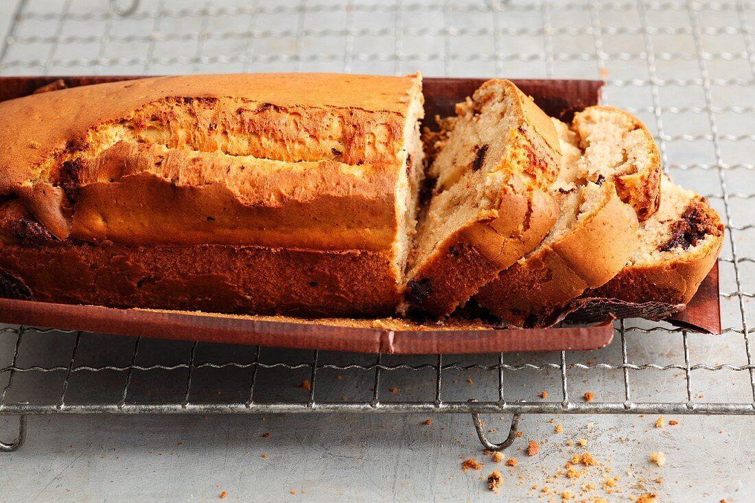 Ice cream, flour and baking powder for a quick and easy cake