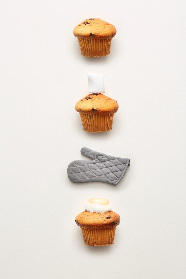Quick and easy marshmallow topping for a cupcake