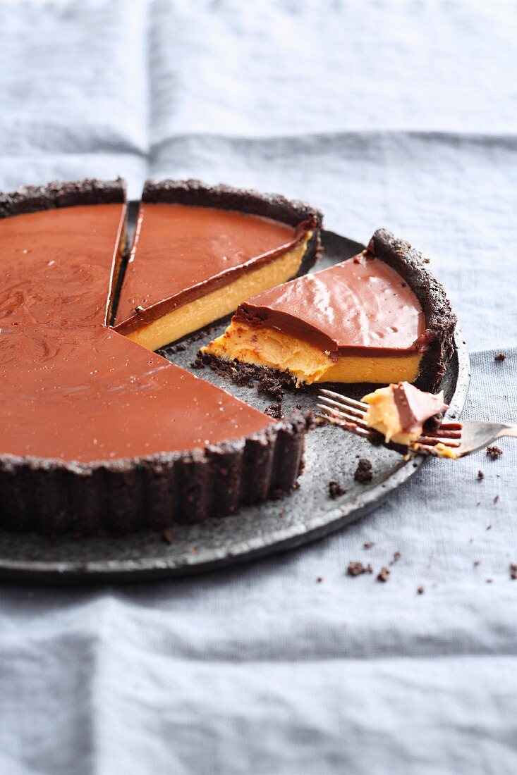 Quick and easy peanut butter pie with a biscuit base