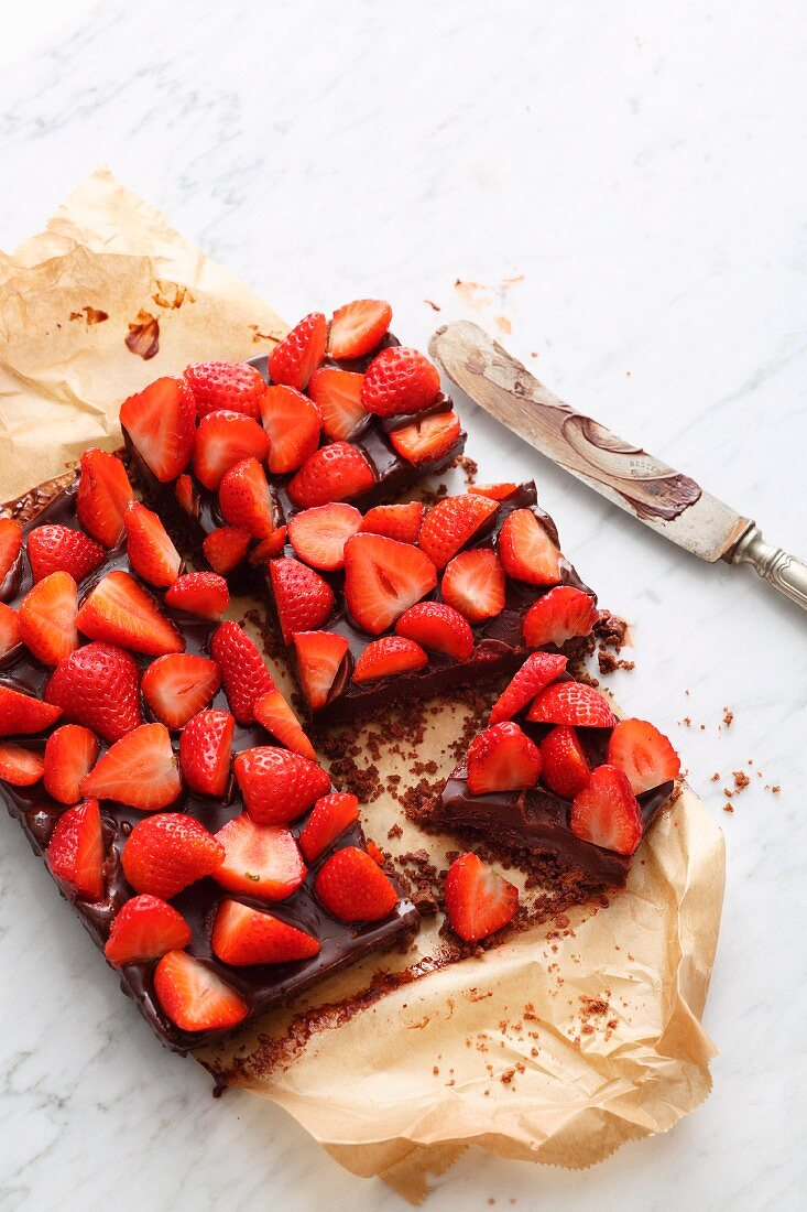 Quick and easy strawberry and chocolate tart