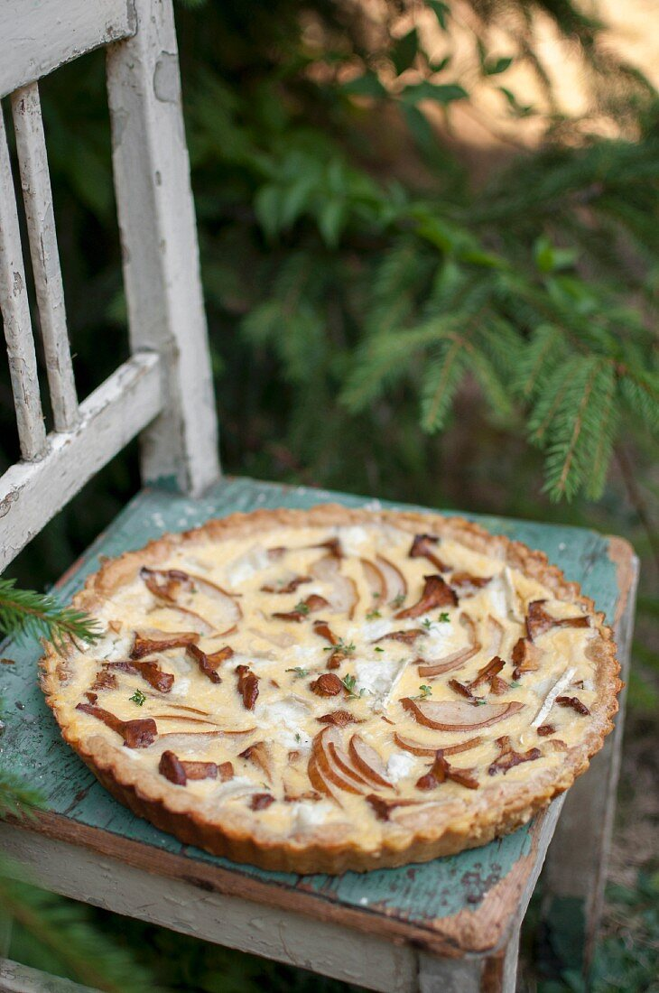 Quiche with wild mushrooms, pear and goat's cheese