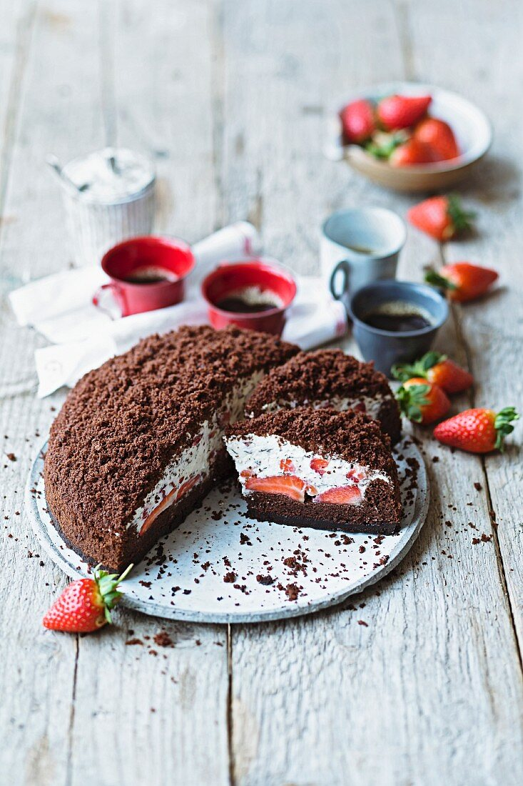 Strawberry cake with chocolate sprinkles and eggnog cream