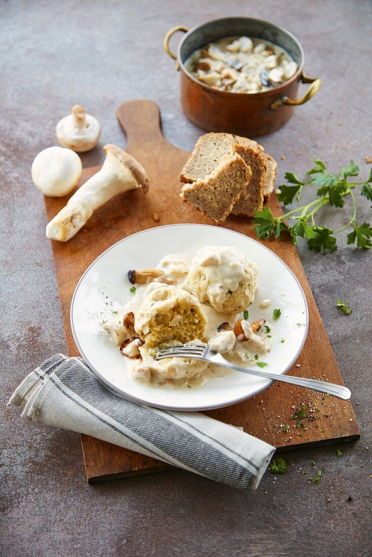Bread dumplings with creamy mushrooms