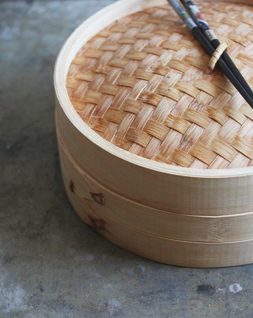A bamboo steamer (close up)