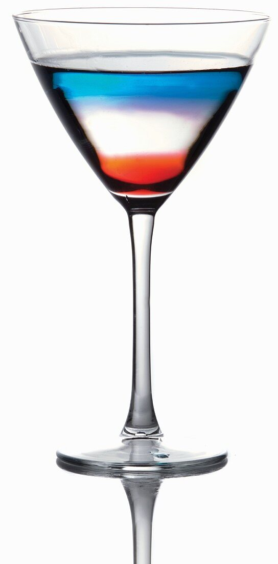 Rot-weiss-blauer Pousse Cafe Cocktail im Martiniglas