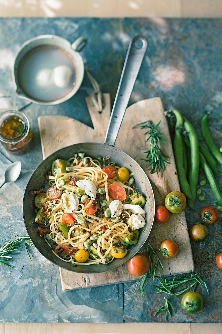 Linguine with tomato and mozzarella