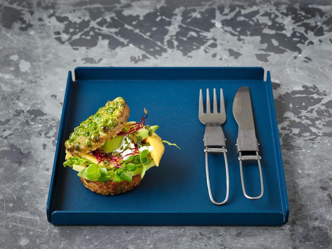 Quinoa burgers with peas and mint pesto