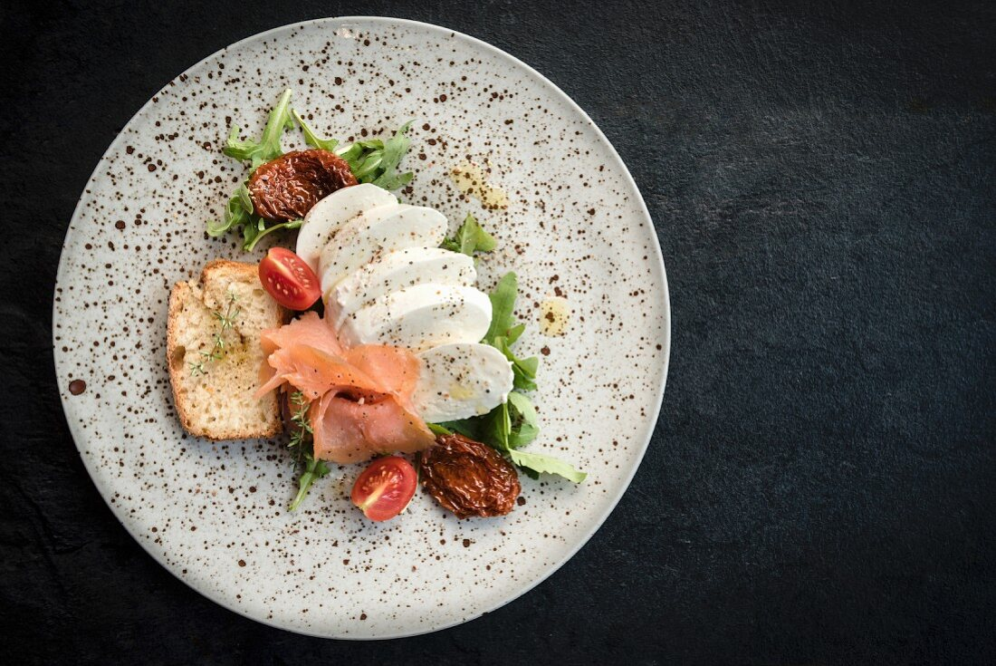 Mozzarella with raw salmon