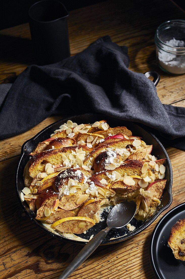 Brioche-Ofenschlupfer (Brotauflauf) mit Äpfeln