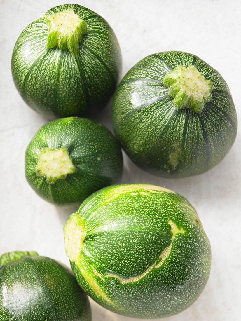Round zucchinis in different sizes