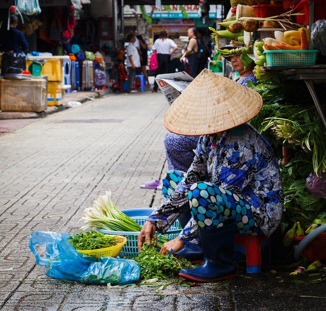 Verkäufer am Strassenmarkt in Ho-Chi-Minh Stadt, Vietnam