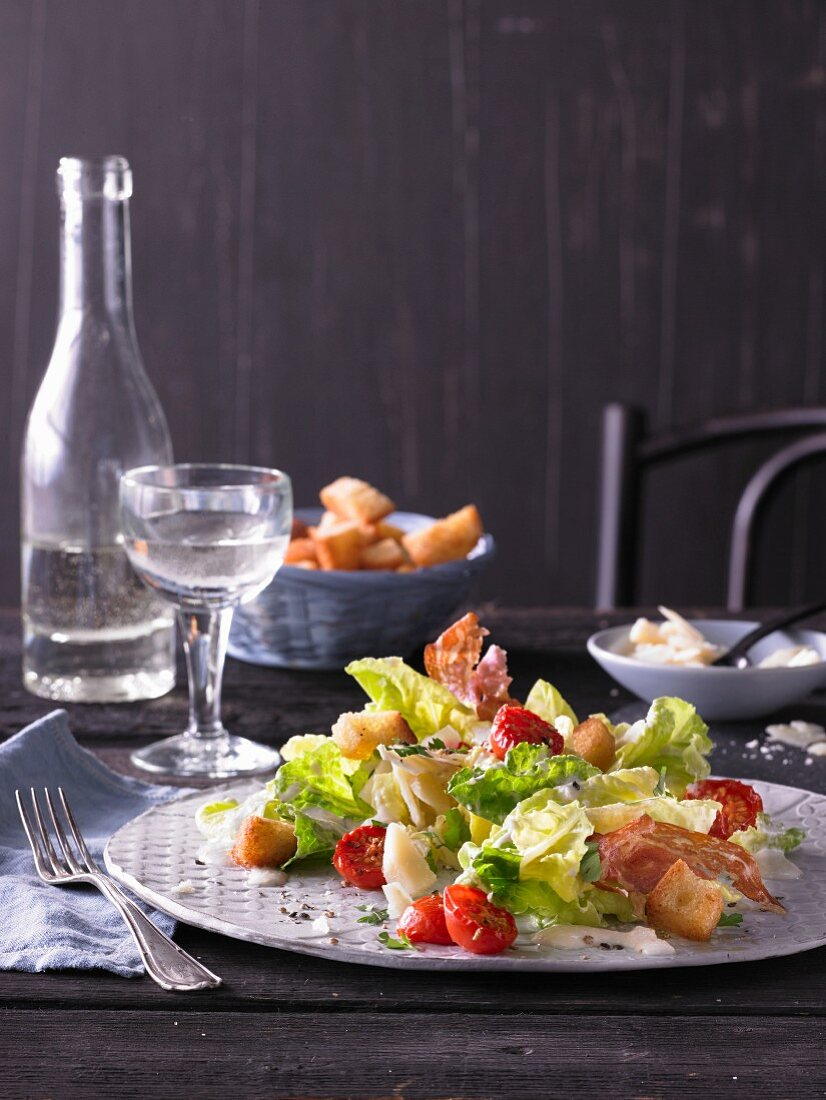 Caesar salad with tomatoes and pancetta