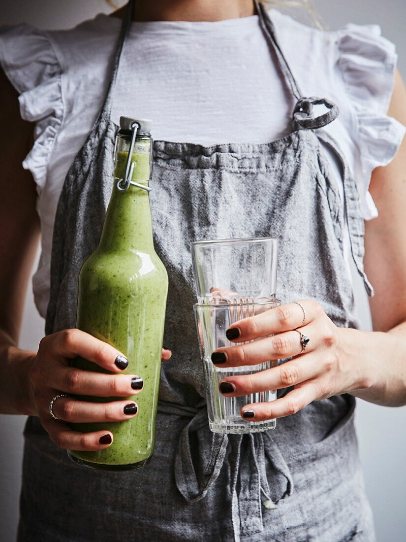 Green super smoothie with fennel and buckwheat