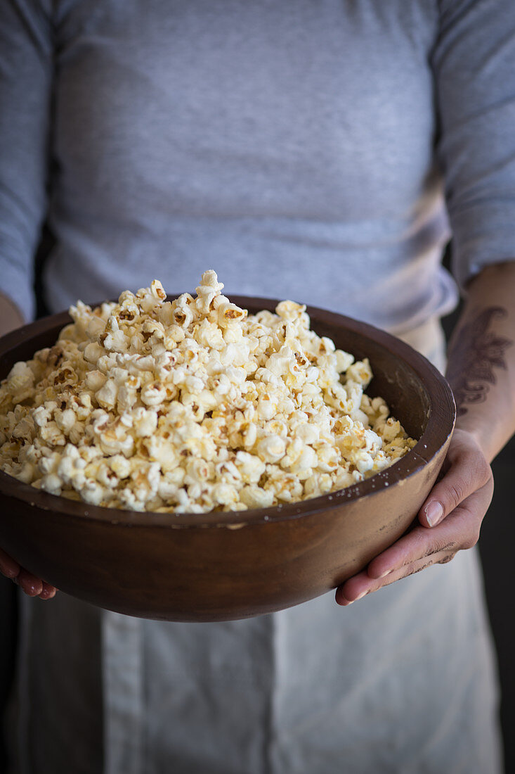 Grilled popcorn in a wooden bowl