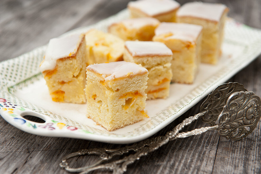 Apricot cake (lunch)