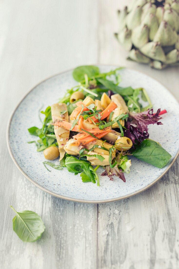 Artichoke salad with smoked salmon and olives
