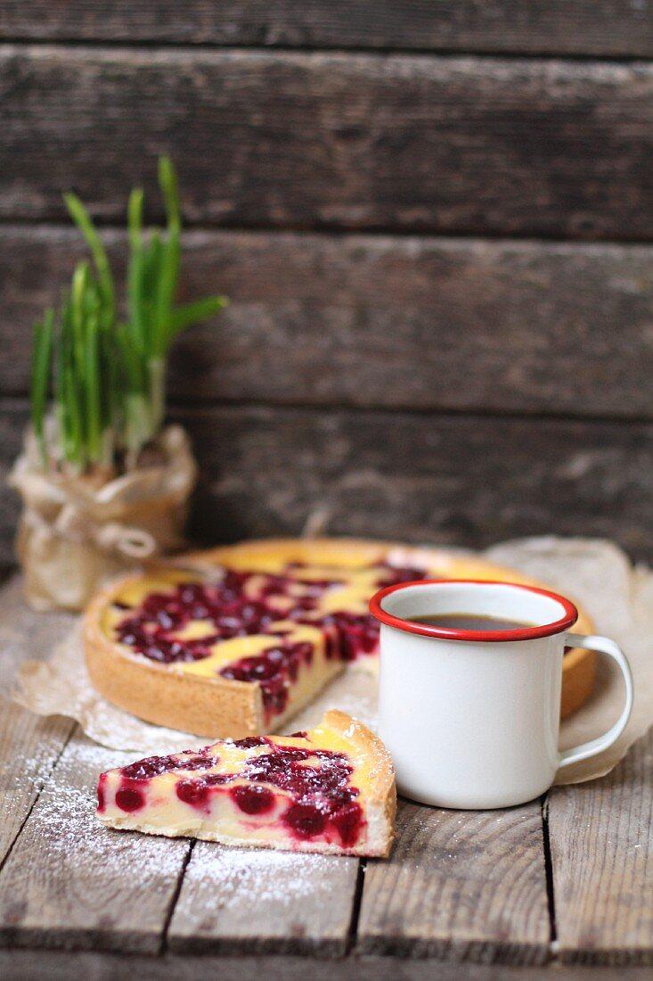 Vanilla pudding cake with cherries, sliced