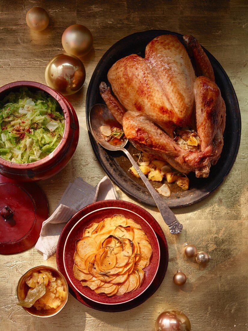 Babyputer mit Kumquatchutney, Spitzkohl und Süsskartoffeln zu Weihnachten
